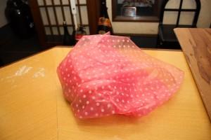乾燥しないようにビニール袋で包んで寝かせます